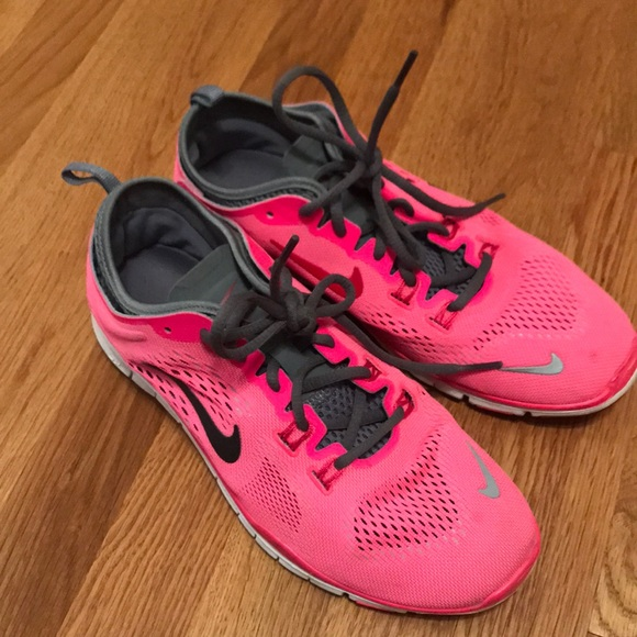 pasatiempo Viaje abogado  Nike Shoes | Nike Hot Pink Sneakers Nike Free Tr Fit 4 | Poshmark